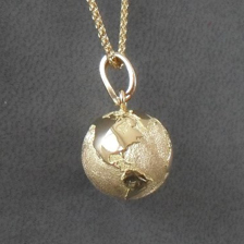 pendentif the world